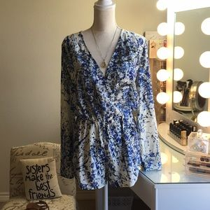 Dresses & Skirts - Gorgeous floral blue and white Romper